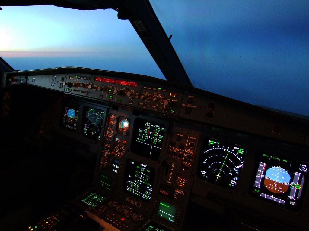SWISS Airbus A330-200 Flightdeck | Approaching the night ...