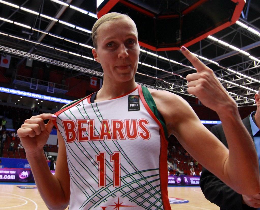 Yelena LEUCHANKA (Belarus)   Belarus vs Russia. Quater ... Yelena Leuchanka