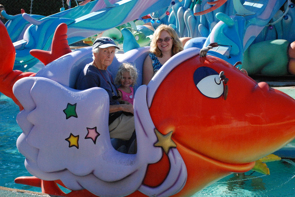 One fish two fish red fish blue fish at seuss landing for One fish two fish red fish blue fish costume