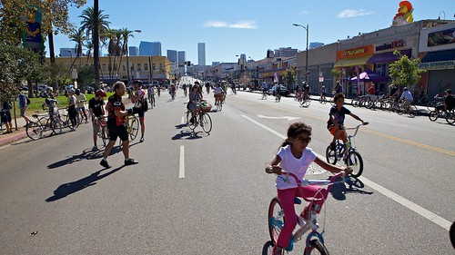 View Of The Street At MacArthur Park | by Gary Rides Bikes