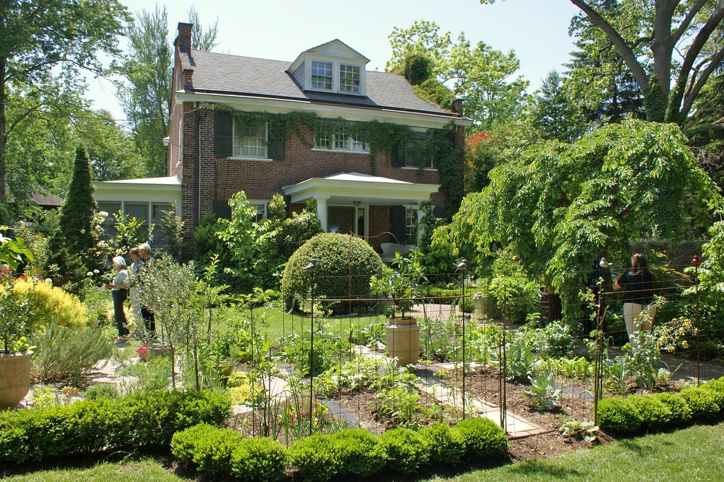 The vegetable garden - Vegetable Amp Herb Garden In Front Yard Karl Gercens Flickr
