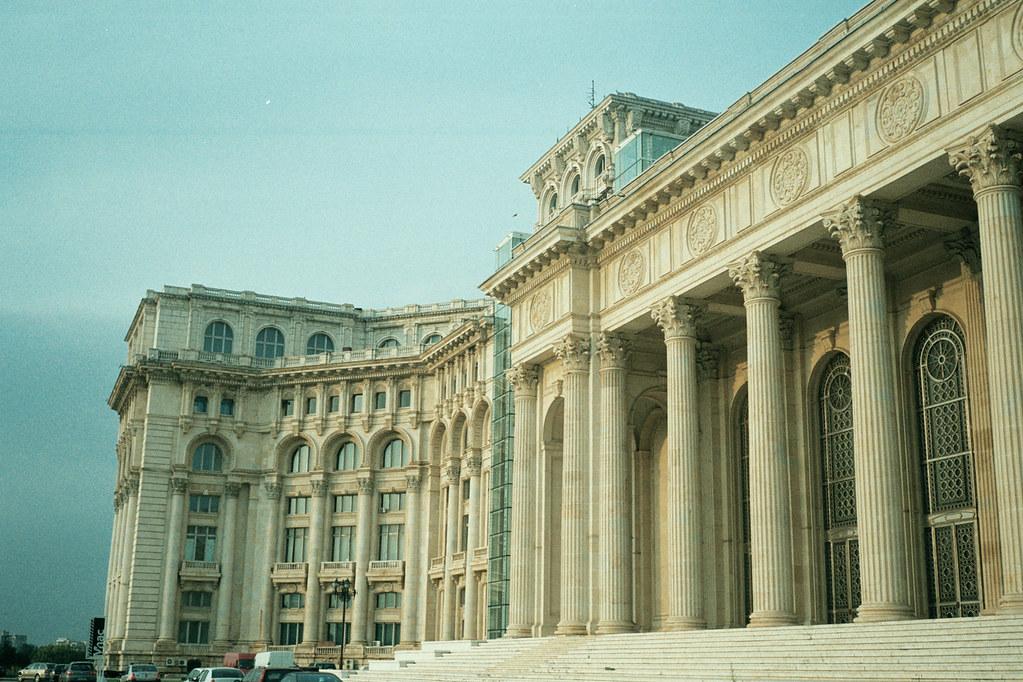 Palacio del pueblo bucharest su construcci n se inici e for Marmoles cerezo