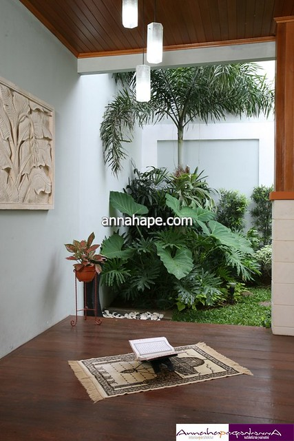 desain mushola mungil di teras belakang rumah flickr