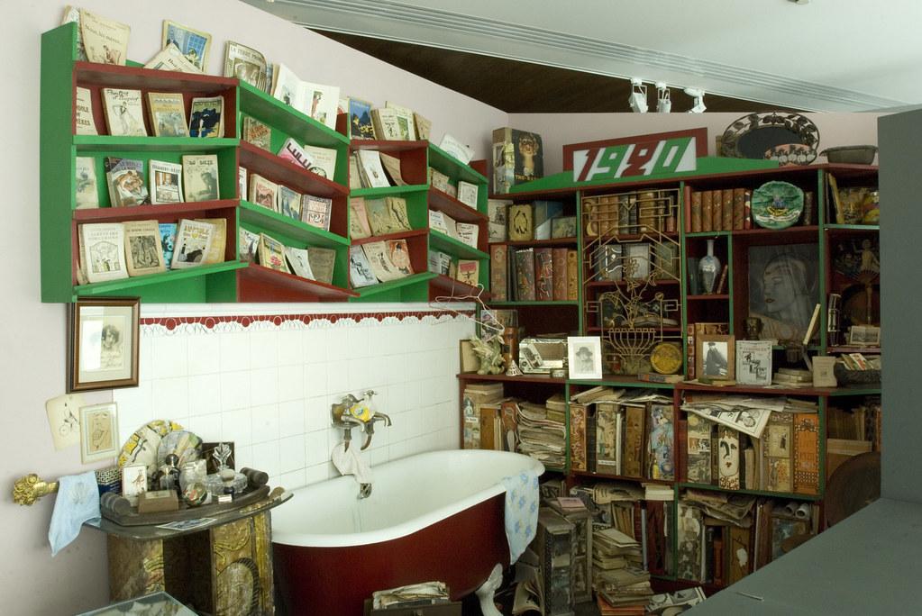 Mus e du livre et des lettres henri poll s salle de bain flickr for Salle de bain magasin calais