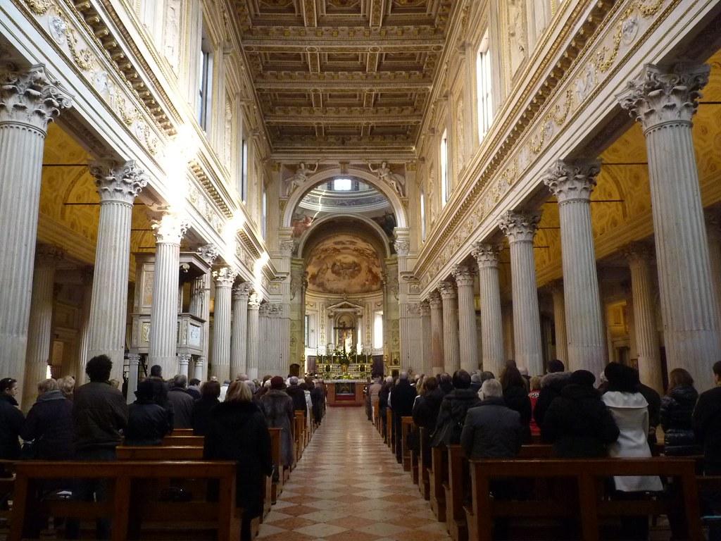 Mantova l 39 interno della cattedrale di san pietro duomo for Interno san pietro