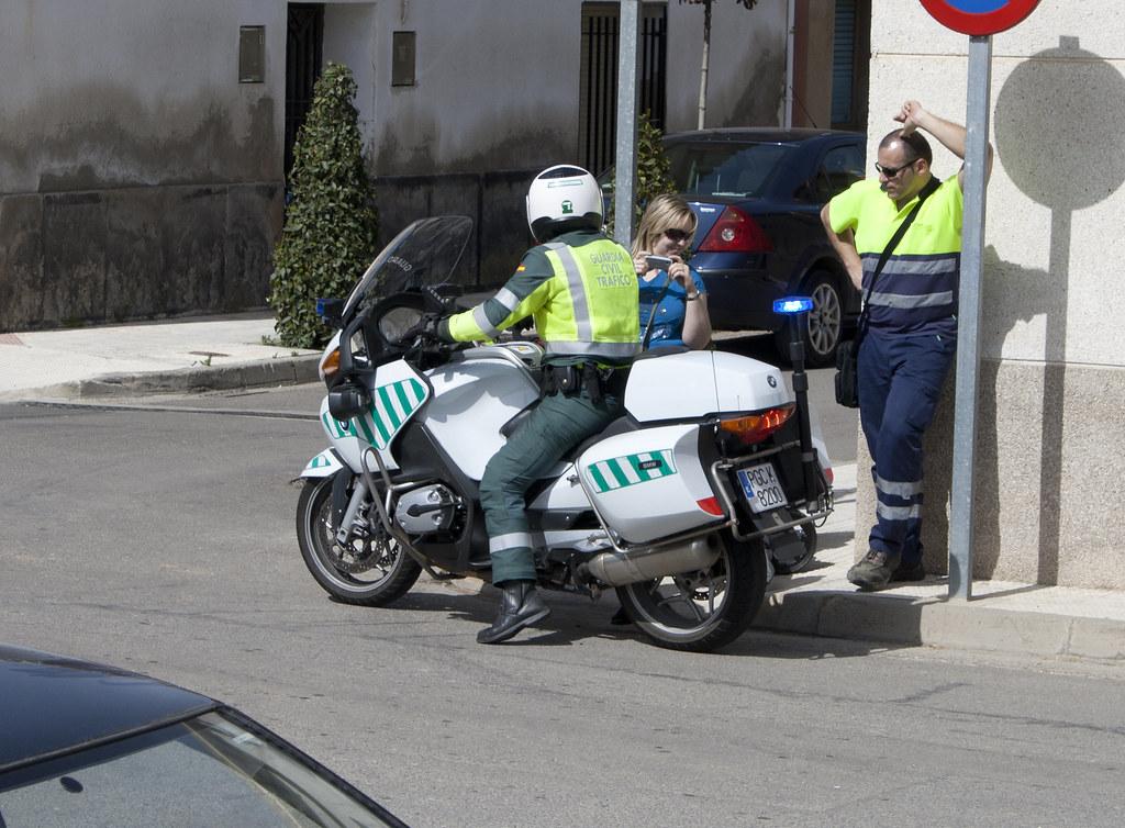 Guardia civil tr fico bmw 1200rt simulacro de accidente - Guardia civil trafico zaragoza ...