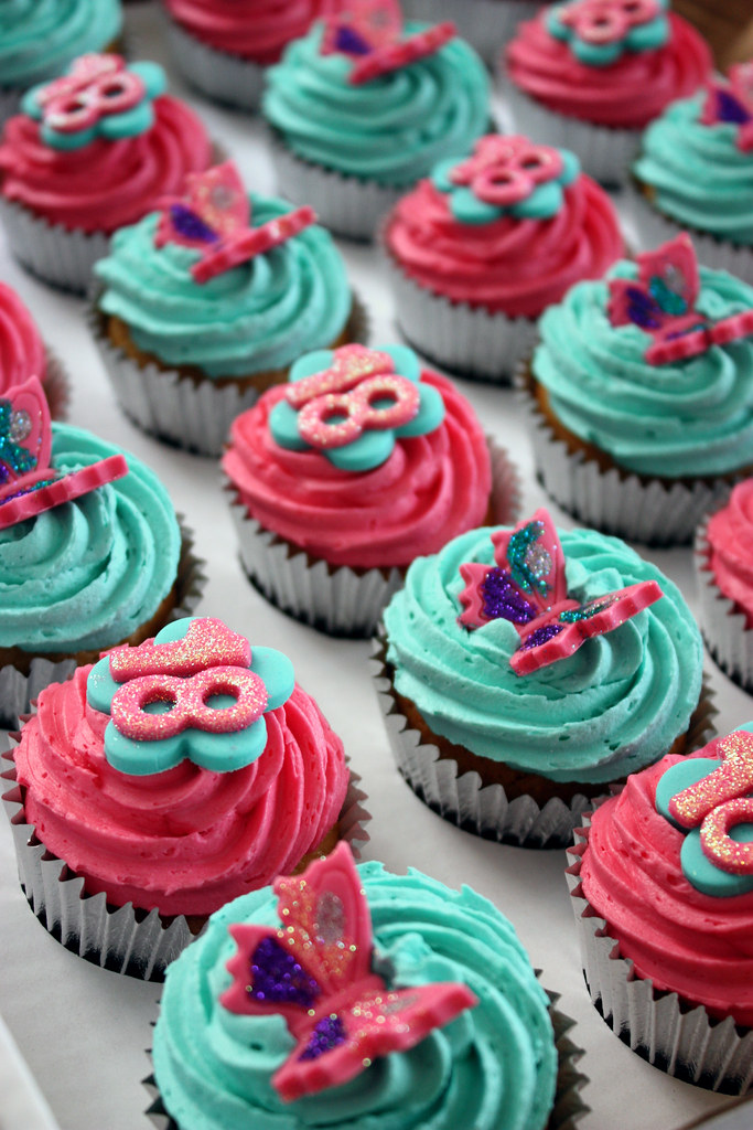 Turquoise Hot Pink 18th Birthday Cupcakes The brief was Flickr