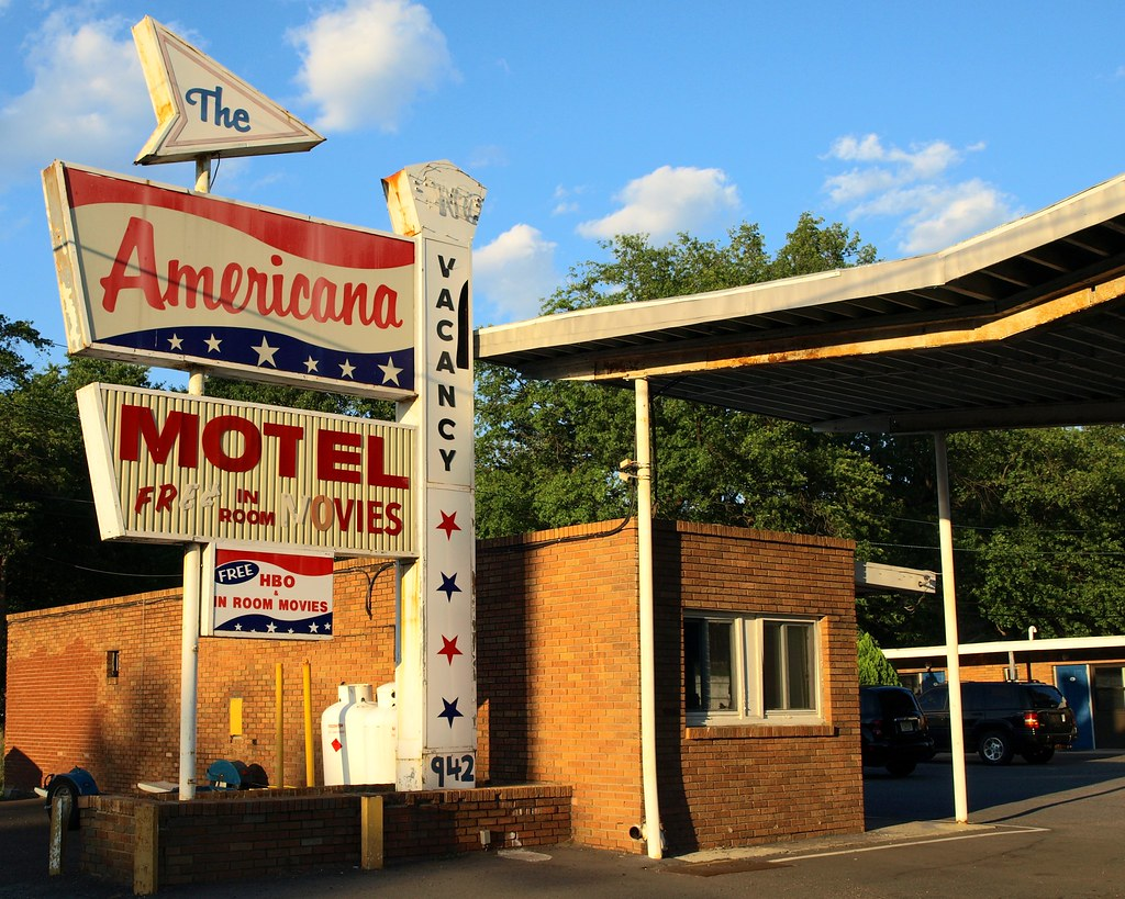 Americana motel avenel new jersey 942 highway us 1 for Motel one wellness