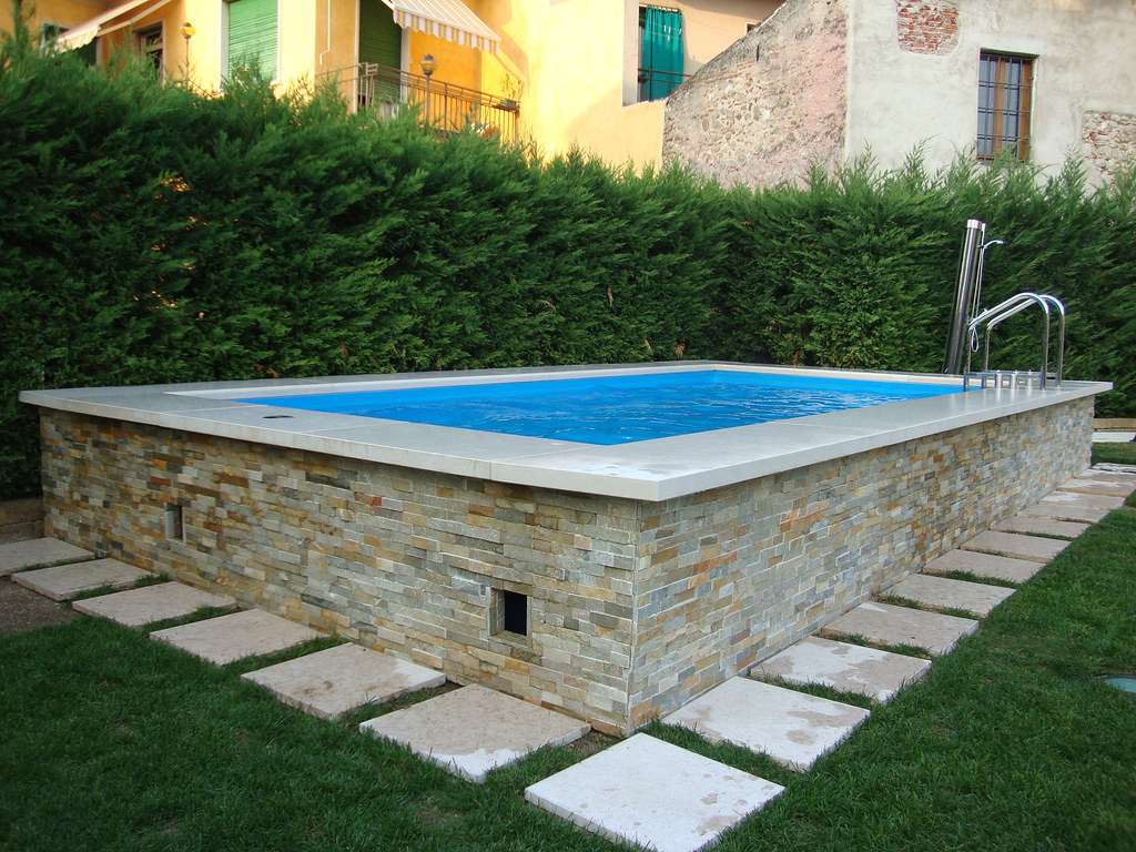 Dv gold seminterrata pietra 1 piscina laghetto dolcevita for Piscines laghetto