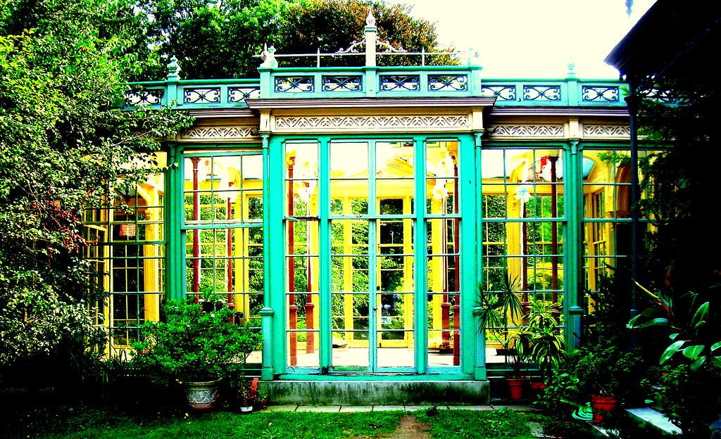 Garden room colorful victorian garden room at rockwell for Victorian garden room