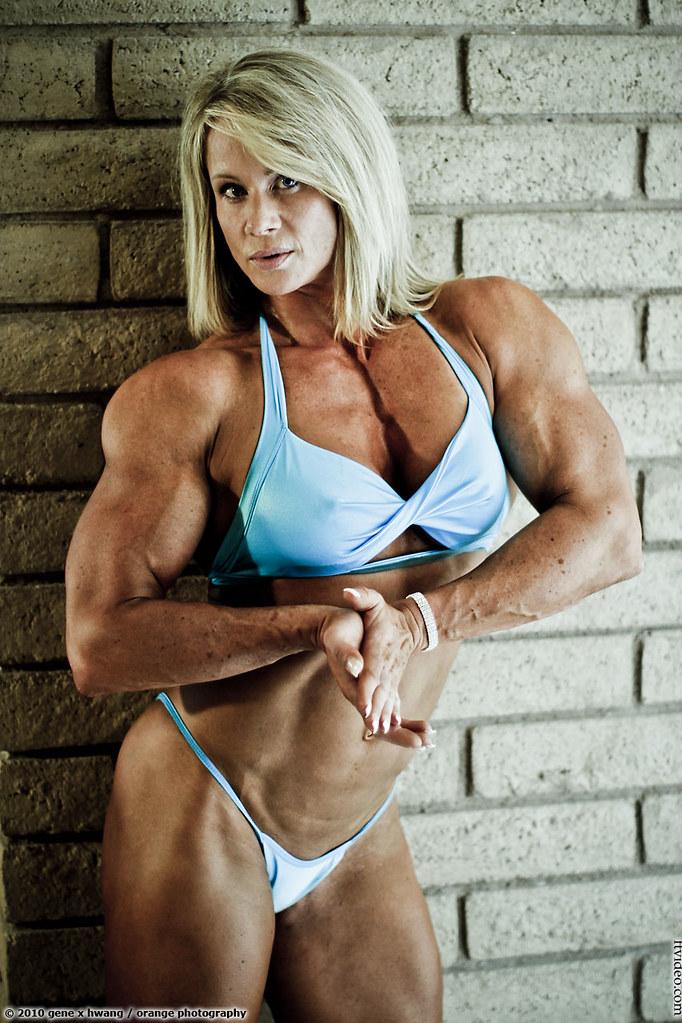 Female Bodybuilder Lisa Giesbrecht At The 2010 Olympia -3940
