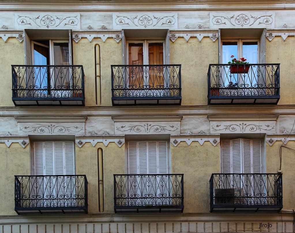Balcones en madrid en unos la luz en otros la oscuridad - Balcones de forja antiguos ...
