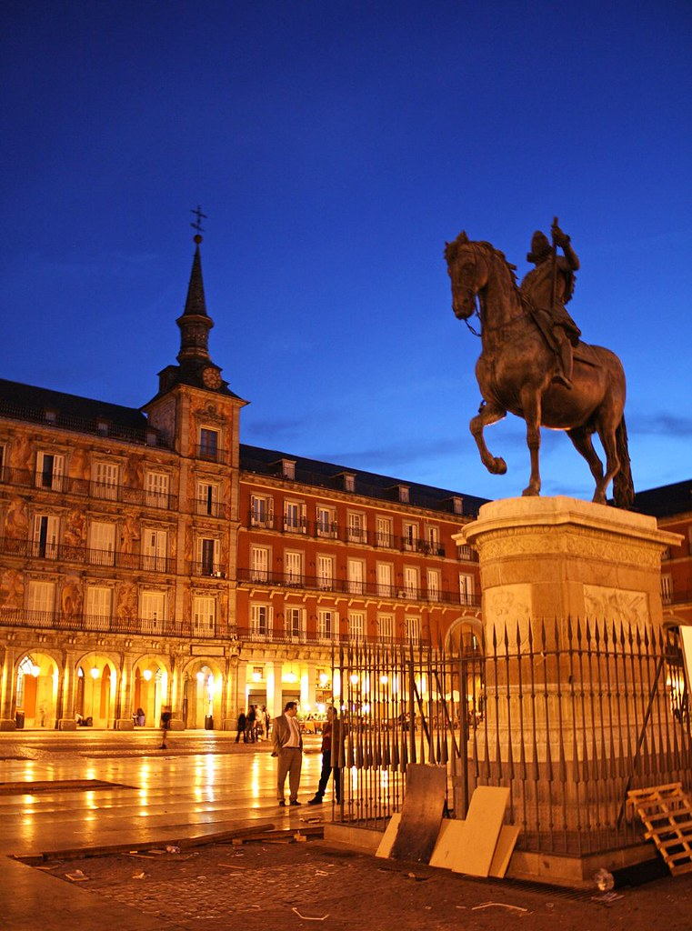 Night in Madrid, Plaza Mayor | The boxes and rubbish from ...