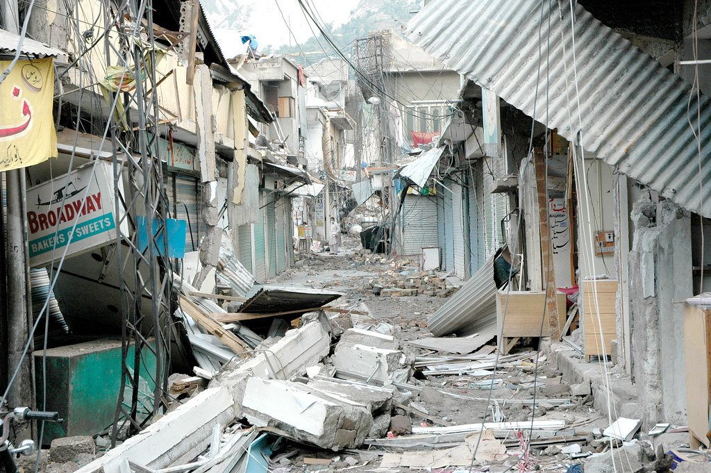 pakistan earthquake A massive earthquake struck pakistan and parts of india and afghanistan on saturday morning october 8, 2005 this was the strongest earthquake in the area during the last hundred years.