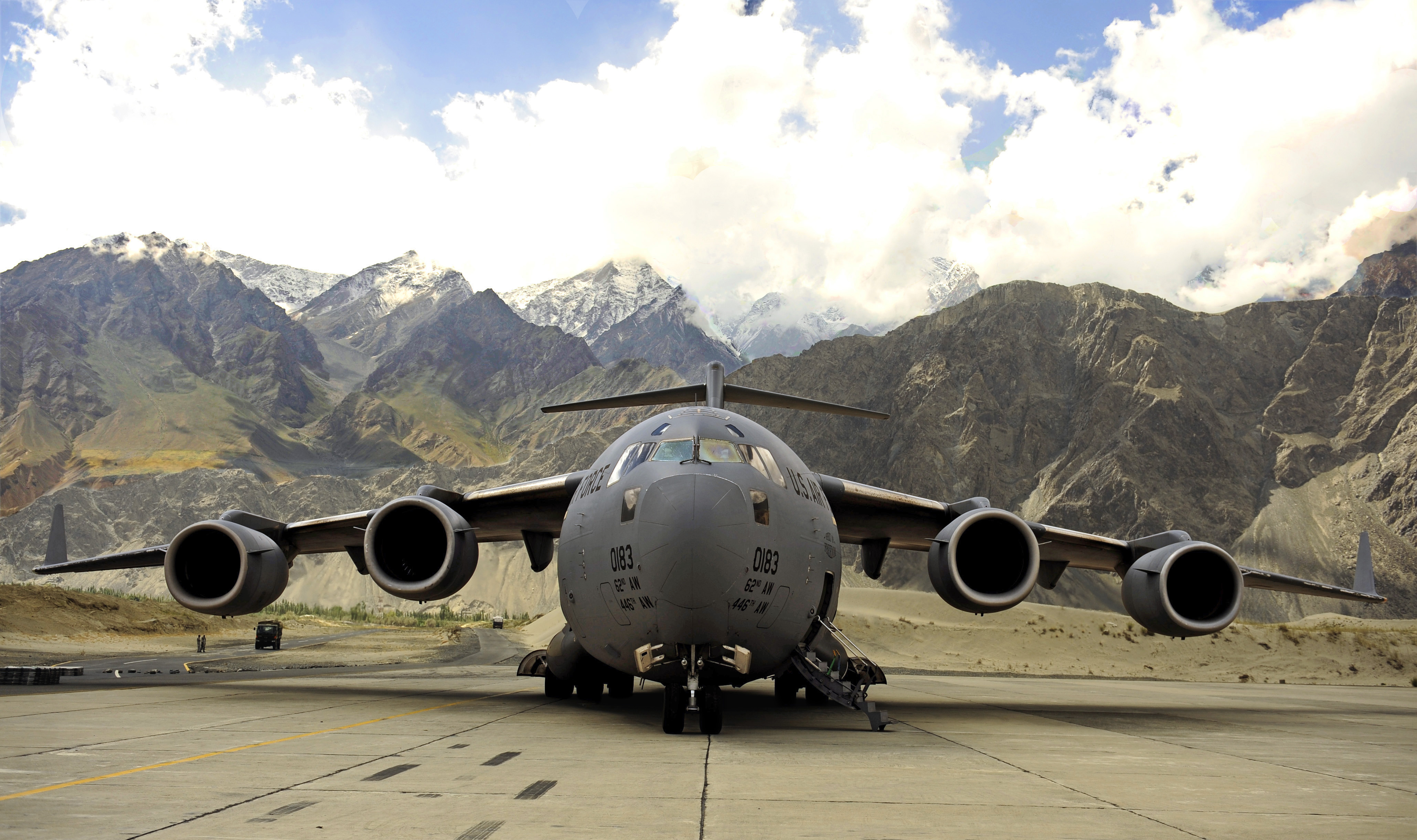 A C-17 Globemaster III aircraft assigned to the 816th Expeditionary Airlift Squadron waits on the flight line at Skardu Airfield, Pakistan, Sept. 24, 2010, before crews unloads 16 pallets stacked with bags of flour in support of flood relief efforts [4118 x 2443]