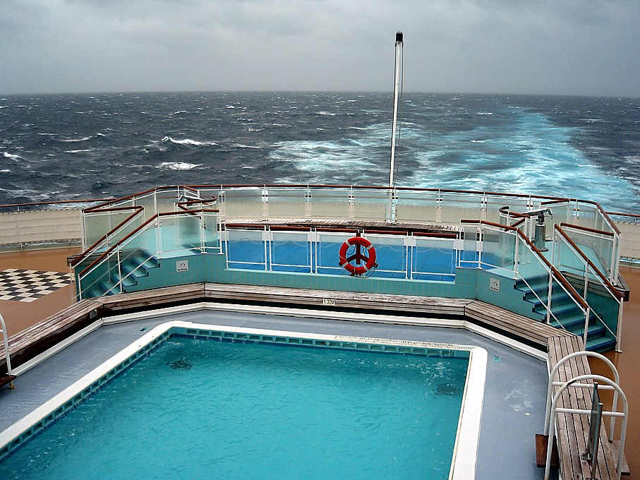 Queen mary 2 stern swimming pool ben weaver flickr - Queen mary swimming pool victoria ...