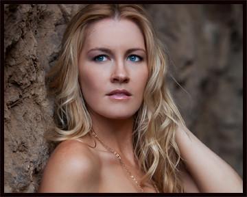 Kat Tuohy Nude Photos 13