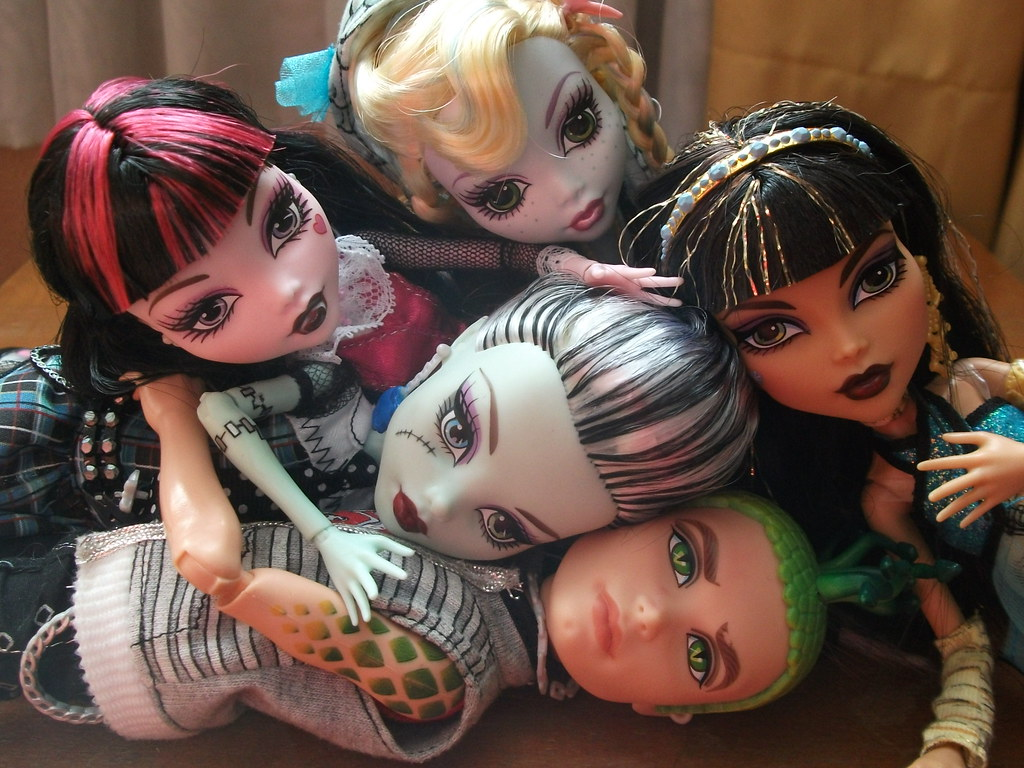 Monster high frankie draculaura lagoona blue cleo de nile flickr - Monster high deuce ...
