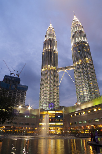 Suria KLCC and Petronas Twin Towers | by chengkiang