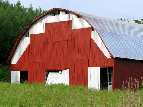 Red Barn in Red Boiling Springs, TN