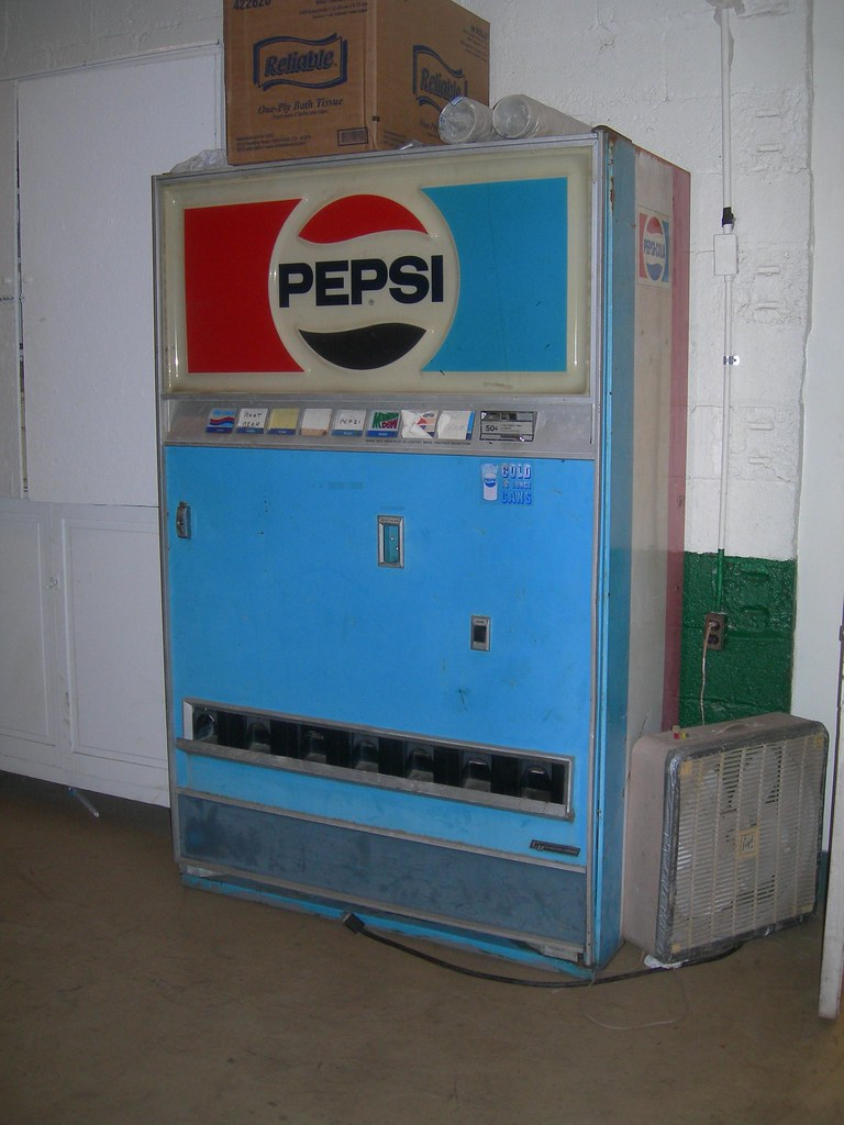 Old Pepsi Machine - Tyrone, PA | A great old Pepsi machine n… | Flickr