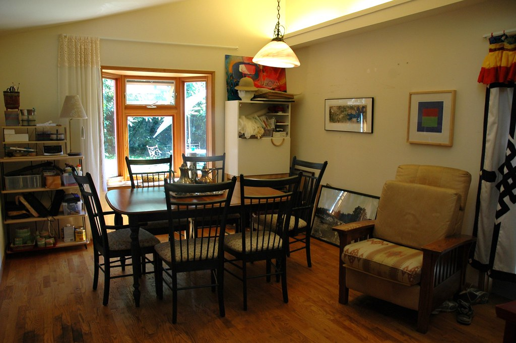Dining room faced south dining room table canadian la for Room decor canada