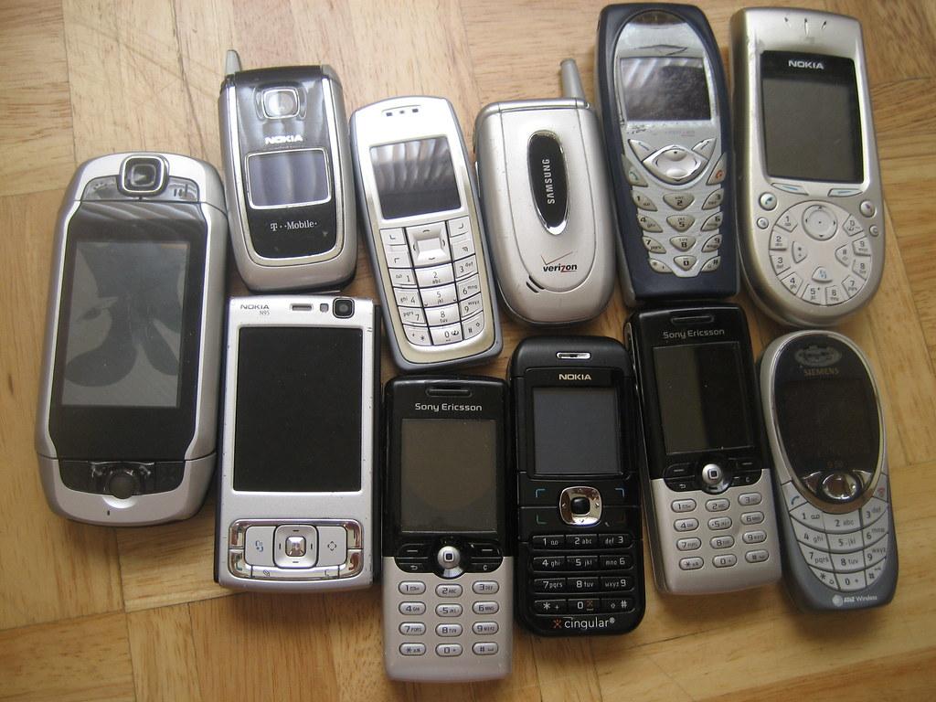 Lot of mobile phones + accessories (FREE) | losangeles ...