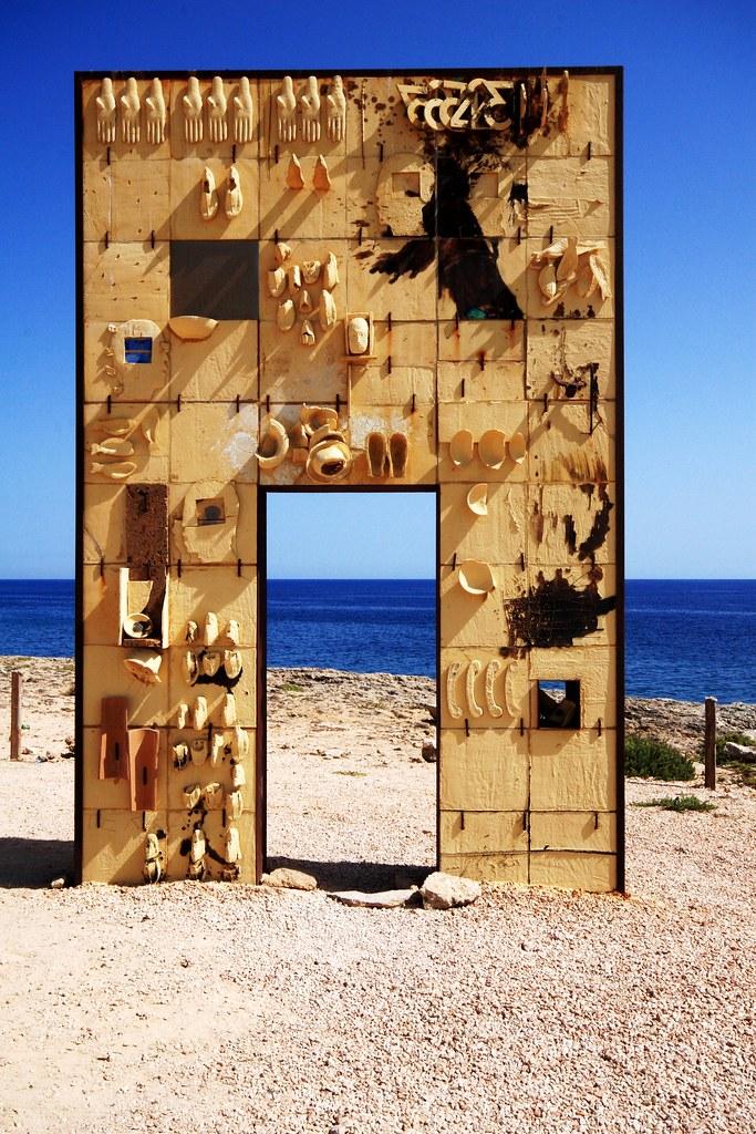 Porta d 39 europa lampedusa monumento alla memoria dei migr flickr - B b porta di mare ...