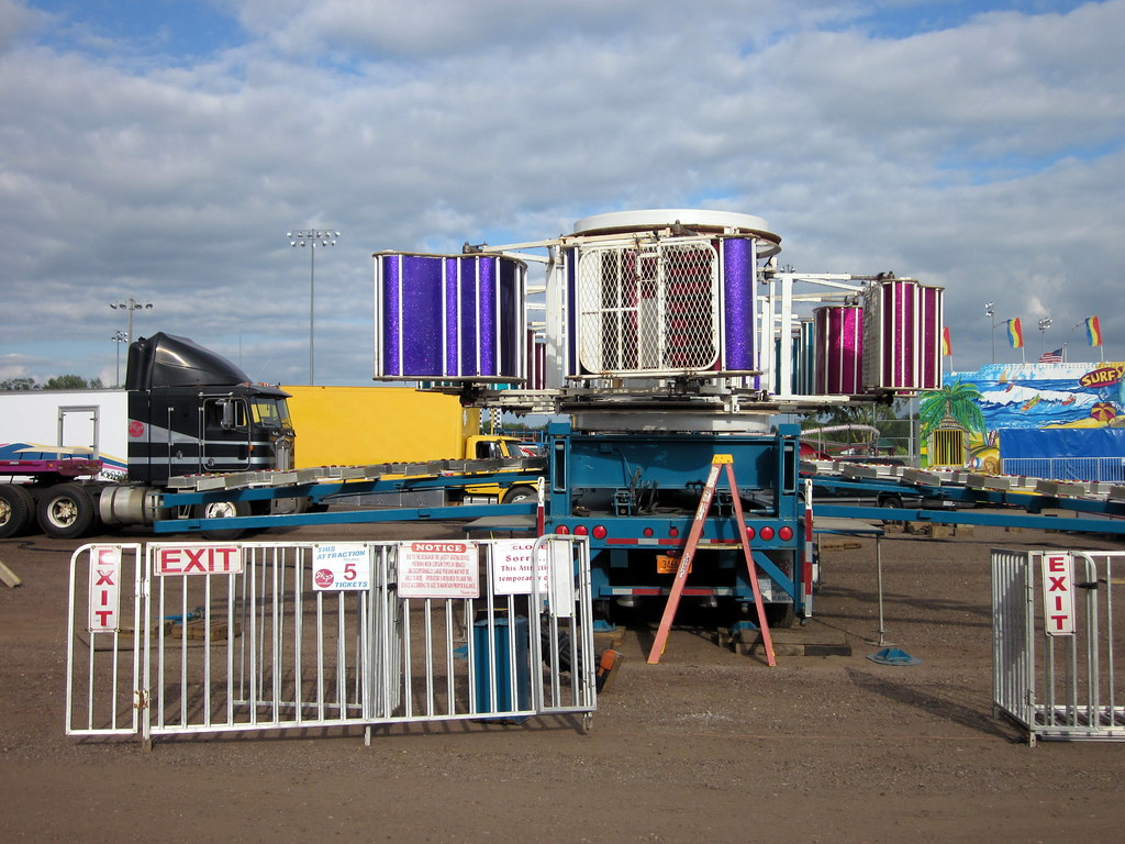 Early Set Up Stages On A&P Shows Zipper Carnival Ride, Cen ...