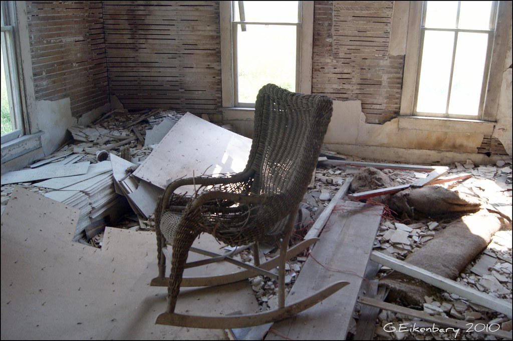 4 creepy house living room an old wicker rocking chair flickr. Black Bedroom Furniture Sets. Home Design Ideas