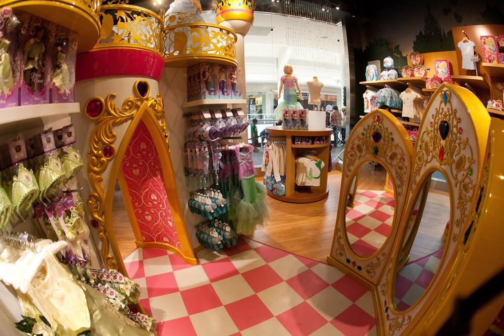 Disney World Restaurant Birthday Cakes