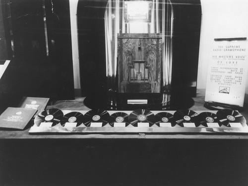 hmv 363 Oxford Street, London - Supreme Radio Gramophone - window display 1920s