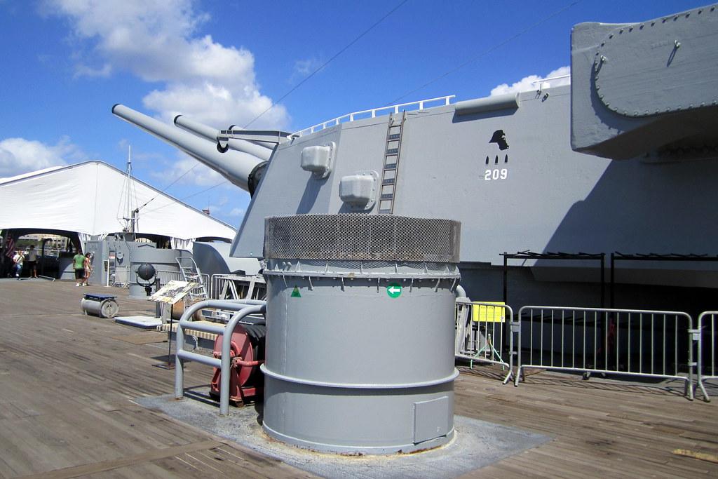 O Ahu Honolulu Pearl Harbor Uss Missouri Gun Turret