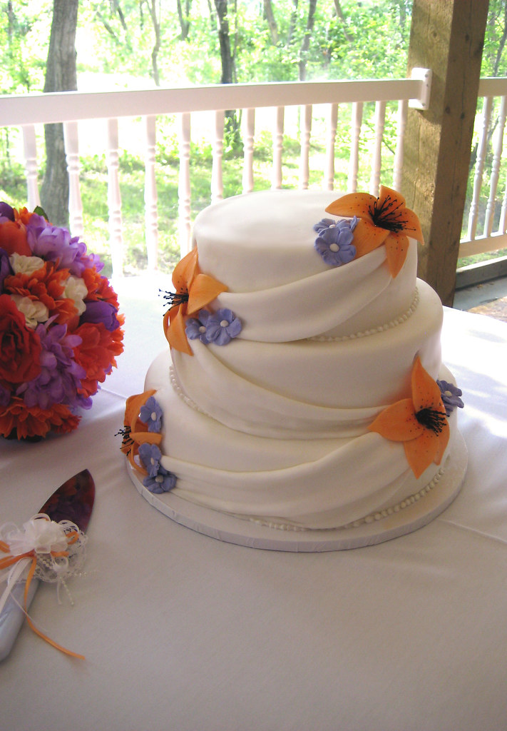tiger lily wedding cake tiger wedding cake time doing fondant swags 21004