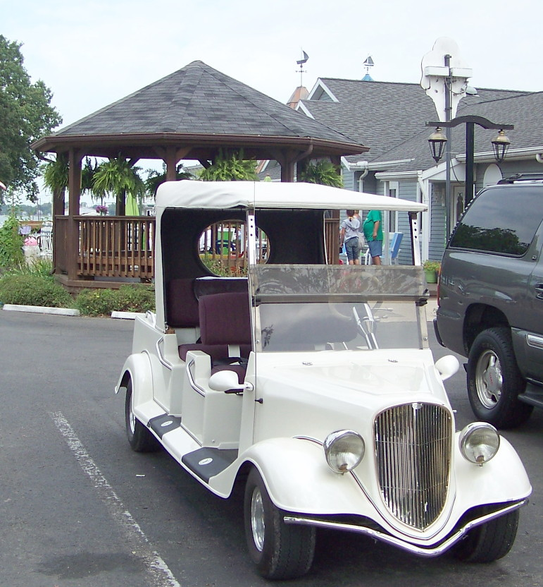 Rolls Royce Golf Cart >> Rolls Royce of golf carts | residents seem to customize thei… | Flickr