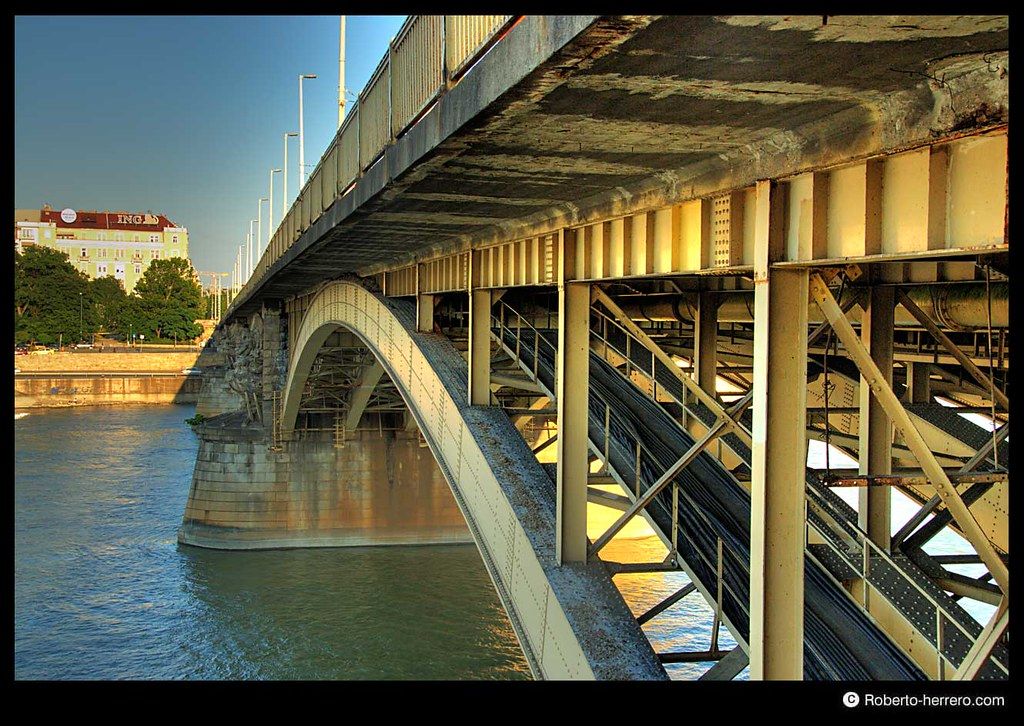 Margaret bridge crossing danube river budapest hungary - Roberto herrero ...