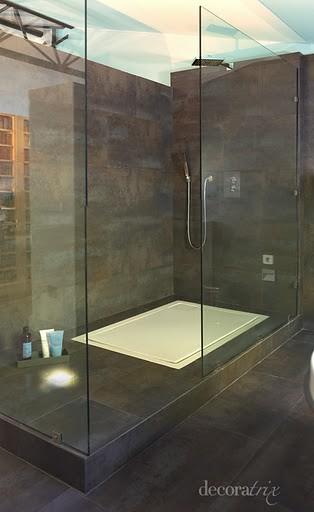 Ducha de pizarra la ducha se concibe cada vez m s como - Duchas exteriores para piscinas ...