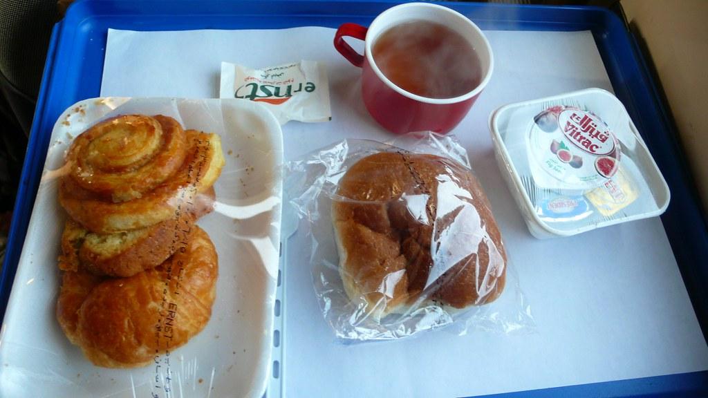 臥鋪火車上的早餐, on Flickr