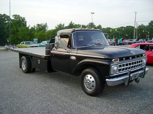 1965 Ford F-300 Flatbed | Lost in the 50s Cruise Night at