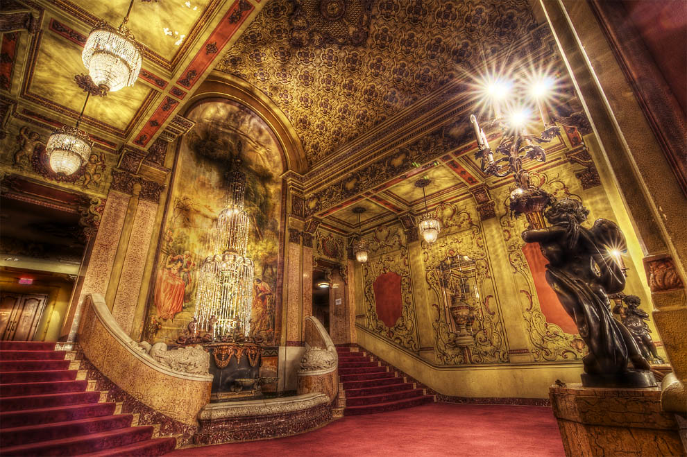 Los Angeles Theater Lobby #2 | In the historic Broadway ...
