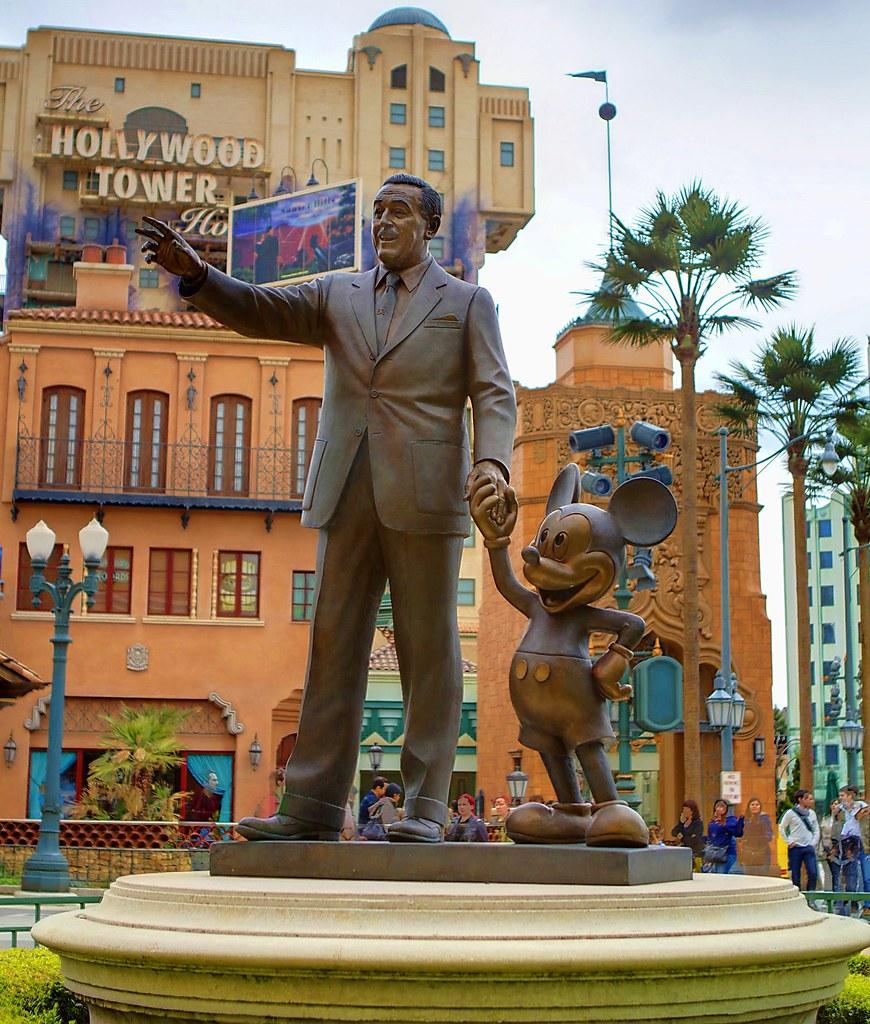 Walt Disney Studio S Paris Partner Statue A Familiar Ele Flickr