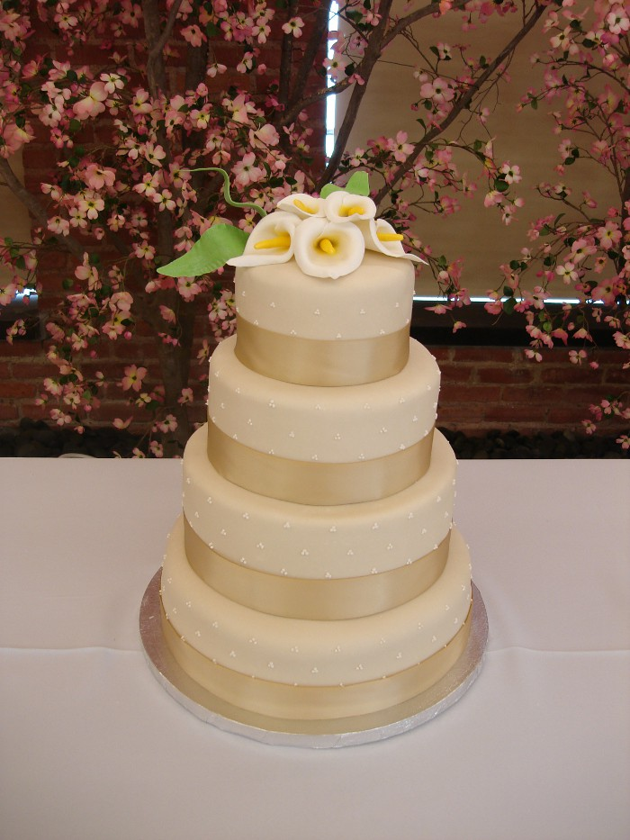 wedding cake makers in topeka ks ivorylily this 4 tiered wedding cake was covered in 23174