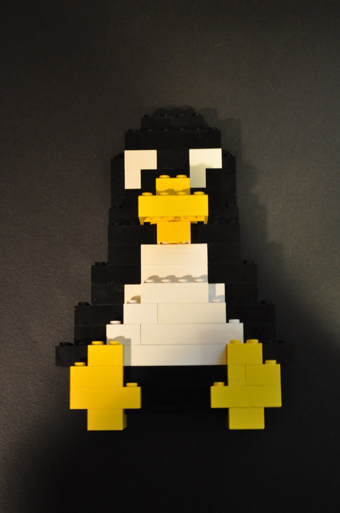 Lego linux penguin i saw this on mocpages and had to for Building classic small craft
