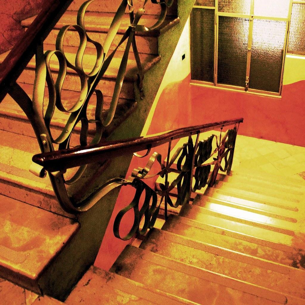 55 escalera interior la pedrera barcelona 812