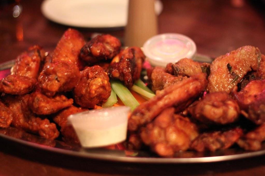 Friends, Pub, Beer & Chicken Wings