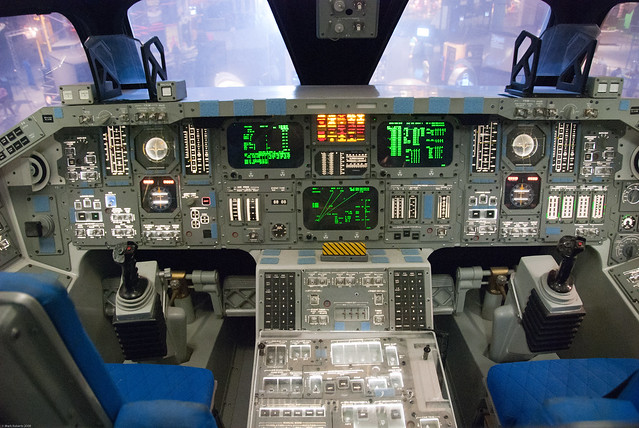 space shuttle flight deck - photo #5