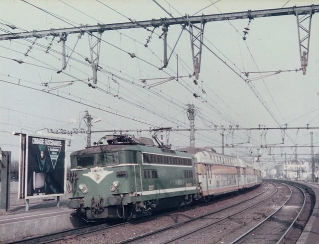 SNCF=0157 Locomotive BB 8560 sur une rame de VB2N à Villeneuve St ...