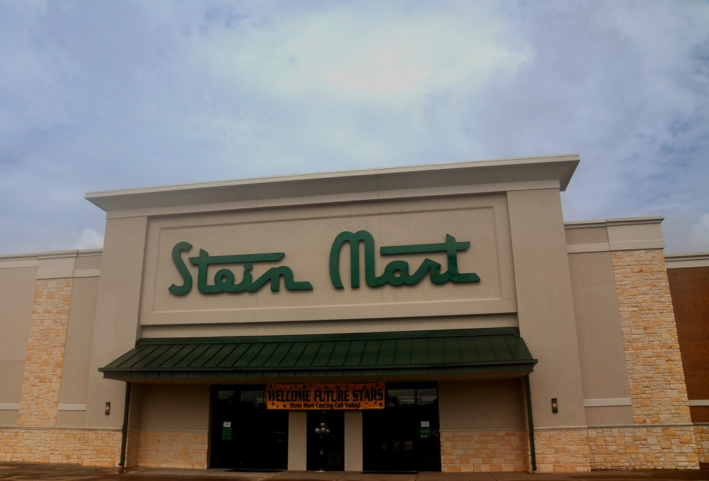 Whatever your style, you'll find your path to success at Stein Mart. Store positions are available in Customer Service, Merchandising, Operations, Loss Prevention and Store Management. And there are great opportunities available at our Corporate Headquarters located in beautiful Jacksonville, Florida.