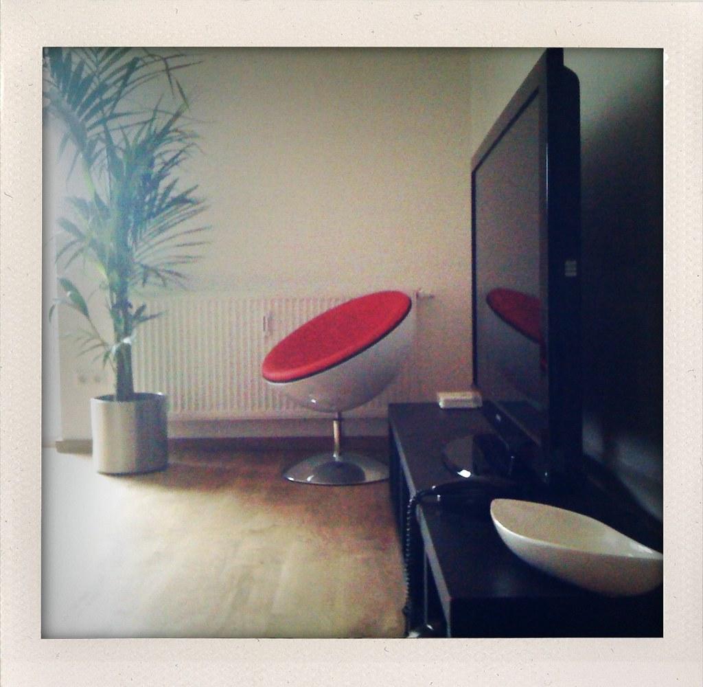 umzug alles in meiner wohnung ist schwarz in welcher geis flickr. Black Bedroom Furniture Sets. Home Design Ideas