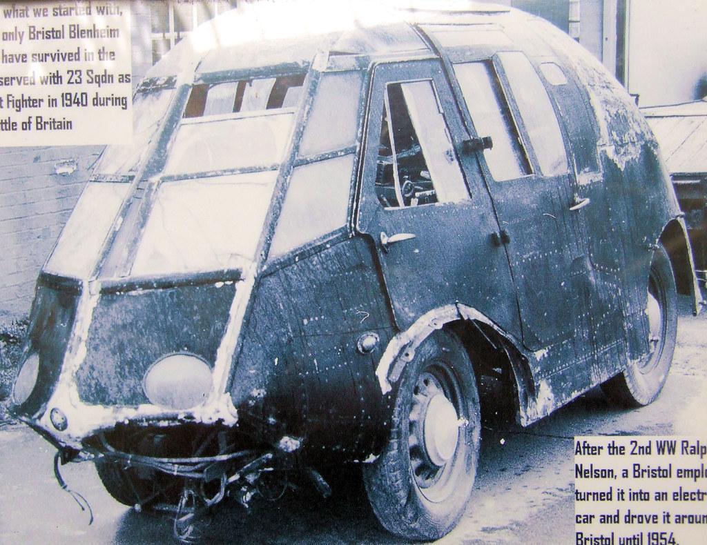 Coche fabricado con la cabina de un bombardero Bristol Blenheim Mk.I car bomber Copick